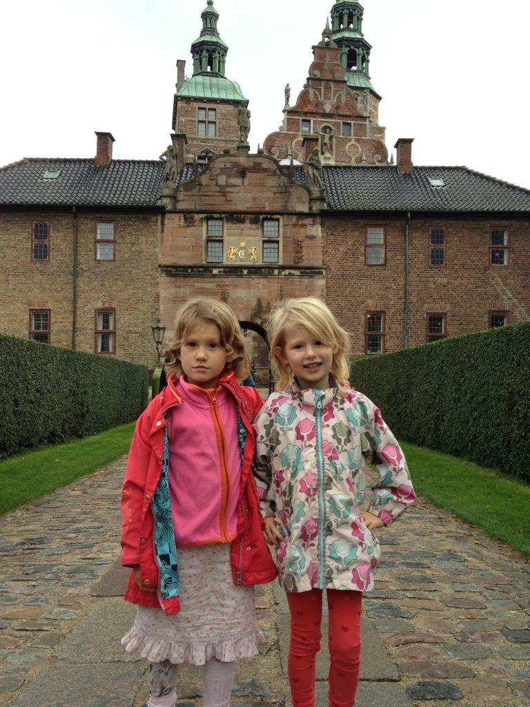 Mona og Malou ved Rosenborg Slot
