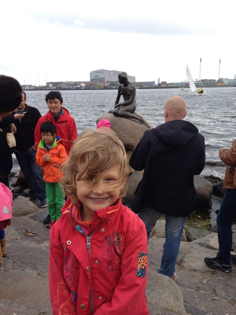 Mona ved Den lille Havfrue